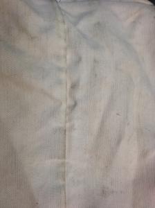 Taches noires sur sac blanc 3